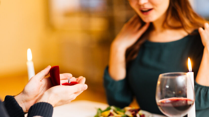 Propose Your Girlfriend During Dinner